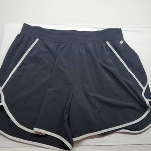 Livi Active Shorts with Lining Size 18/20 Black and White with Pockets